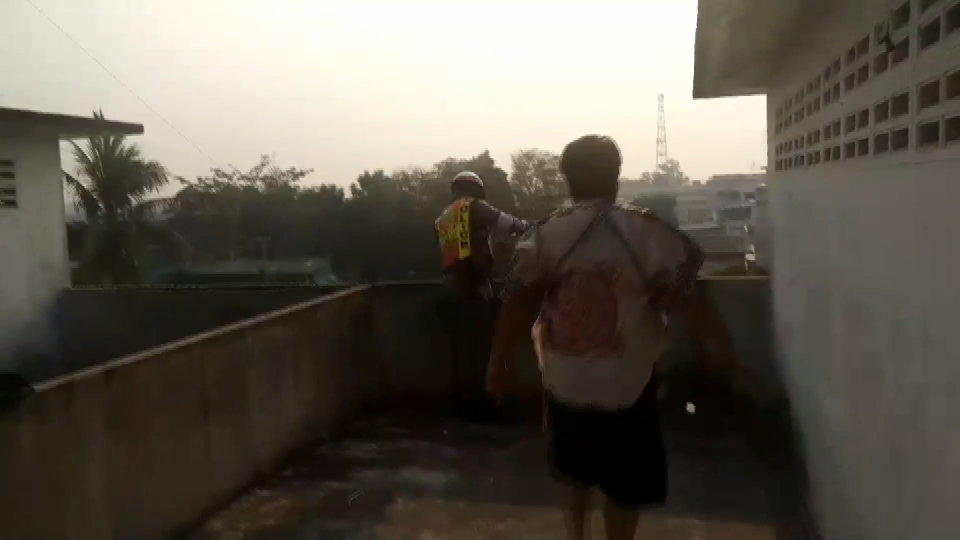 นักเรียนหญิง ม.1 น้อยใจย่าดุ ดิ่งตึก 4 ชั้นฆ่าตัวตาย | News by The Thaiger